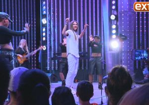 Zendaya Performs 'Replay' at Universal Studios Hollywood