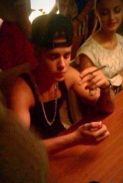 Pic Justin Bieber Smoking Weed Next To Ariana Grande
