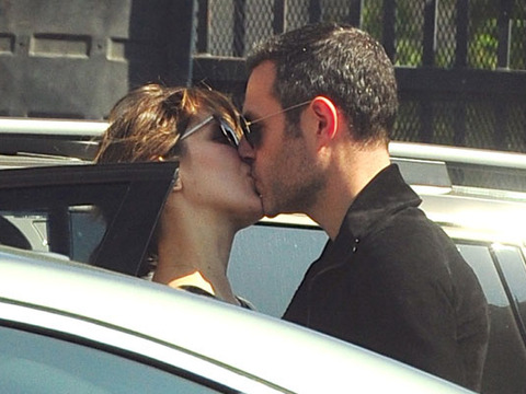 katharine-mcphee-kissing