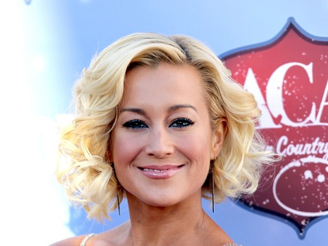 Kellie Pickler Shares Pics of USO Tour in the Middle East