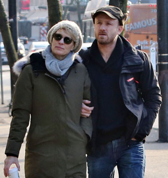 Newly engaged couple Robin Wright and Ben Foster took a romantic stroll through…
