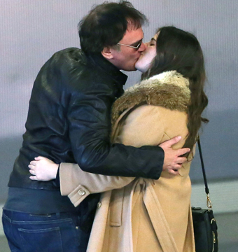Quentin Tarantino shared a smooch with a mystery brunette at the airport in…
