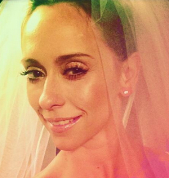 Jennifer Love Hewitt Did What on Her Wedding Day?!