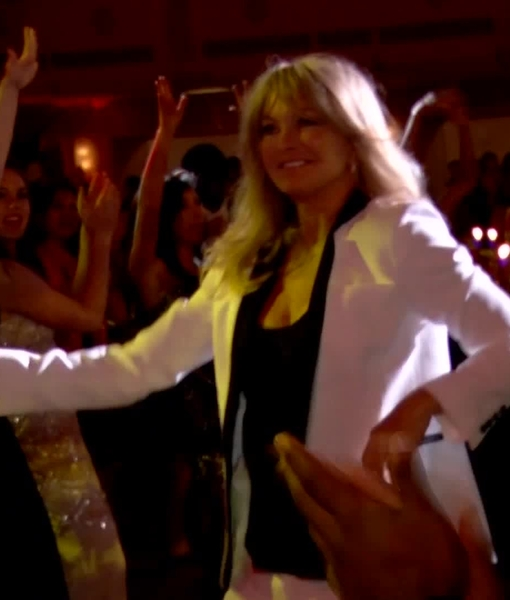 Dr. Oz and Goldie Hawn Bust a Move Together, Team Up for a Mindful Cause