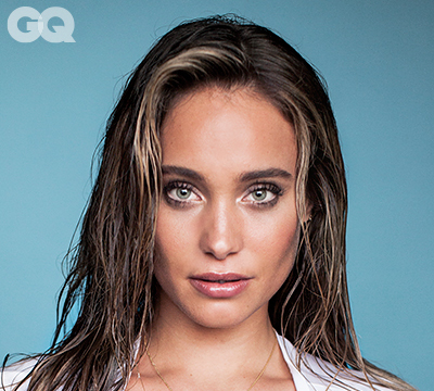 Pics! Hannah Davis Makes a T-Shirt Look Good!