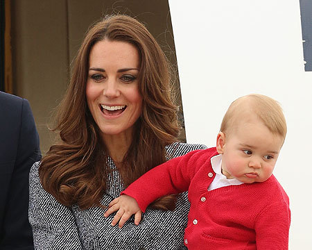Kate Middleton held Prince George as they bid farewell to Australia after…