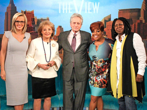 rs_1024x759-140516085622-1024.Barbara-Walters-Michael-Douglas-The-View-Retirement.jl.051614
