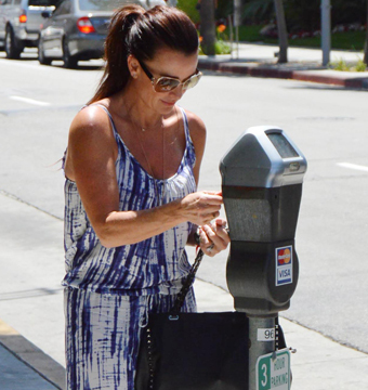 """""""Real Housewives"""" star Kyle Richards paid a parking meter in Beverly Hills."""