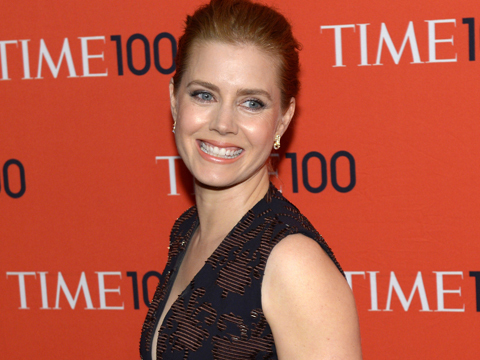 Amy Adams Gives Up First-Class Seat for Soldier