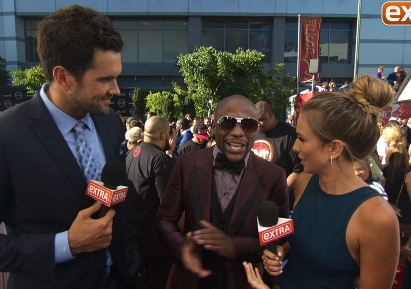 'Extra' Hangs on the Carpet at the ESPY Awards