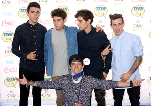 Real or Fake? Beau Brooks' Surfboard Accident at the Teen Choice Awards