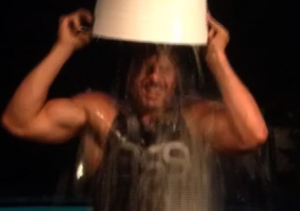 See Joe Manganiello Take the ALS Ice Bucket Challenge, and Sofia Vergara's Reaction!