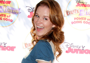 """Grey's"" actress Sarah Drew showed off her baby bump at the ""Pirate &…"