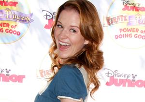 """Grey's"" actress Sarah Drew showed off her baby bump at the ""Pirate &…"