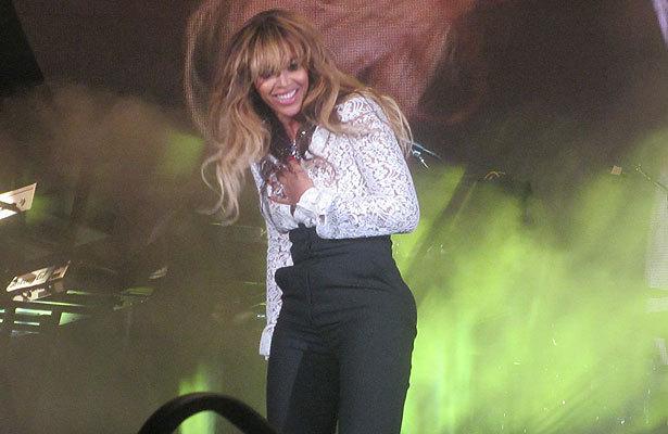 Beyoncé Suffers Wardrobe Malfunction at Clinton Global Initiative