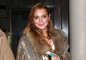 Lindsay Lohan was spotted leaving the Playhouse Theatre in London wearing a fur…