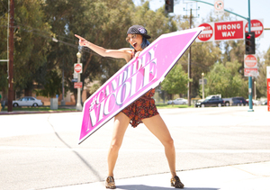 Video! Nicole Richie Learns the Art of Sign Spinning