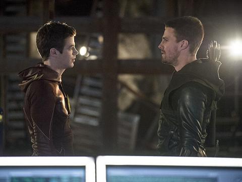 flash-arrow-crossover-1