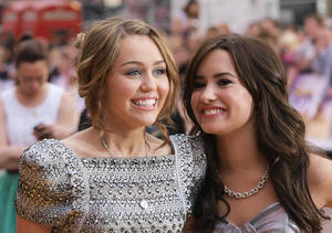 Extra Scoop: Demi Lovato Says She Has 'Nothing in Common' with Miley Cyrus…
