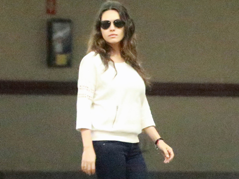 Pic! Mila Kunis Shows Off Body After Baby