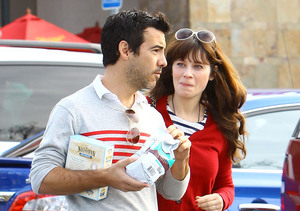 Pregnant Zooey Deschanel Engaged to Baby Daddy Jacob Pechenik