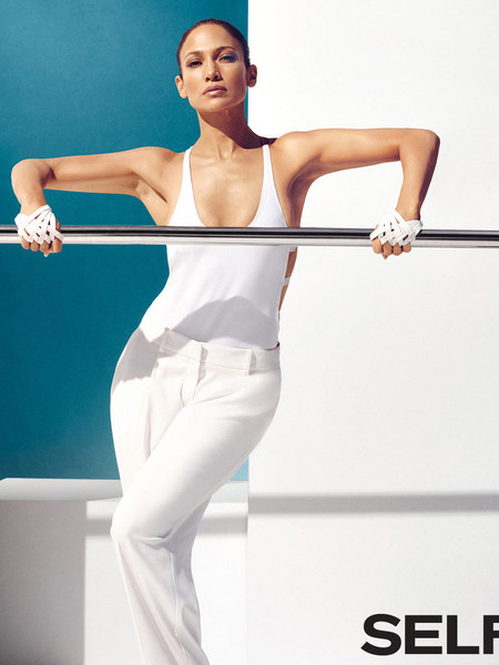 jennifer-lopez-owning-the-year-standing-1068