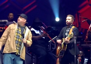 Justin Timberlake & Garth Brooks Raise the Roof in Surprise Duet