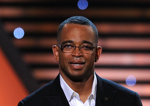 Extra Scoop: Celebs Mourn Death of ESPN Anchor Stuart Scott