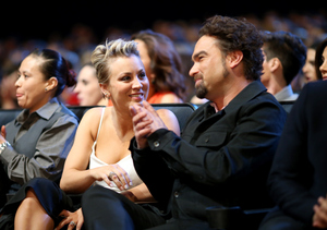 PCAs 2015: 'Big Bang Theory' Co-Stars Kaley Cuoco and Johnny Galecki Have Each Other's Backs