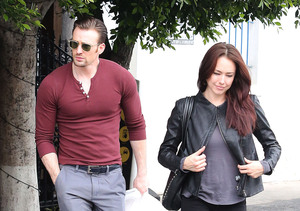 Hookup Gossip Denied! Chris Evans NOT Dating Lindsey McKeon