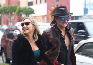 On Again? Nikki Lund & Richie Sambora Prepare to Open Nikki Rich Store on…