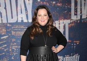 'SNL': Melissa McCarthy Flaunts 50-Lb. Weight Loss, Pays Tribute to Chris Farley