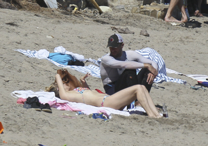 What? Kate Hudson and Chris Martin Spotted Getting Cozy in Malibu
