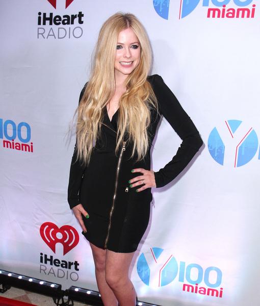 Avril on Secret Illness That Kept Her Bedridden: 'I Felt Like I Was Dying'