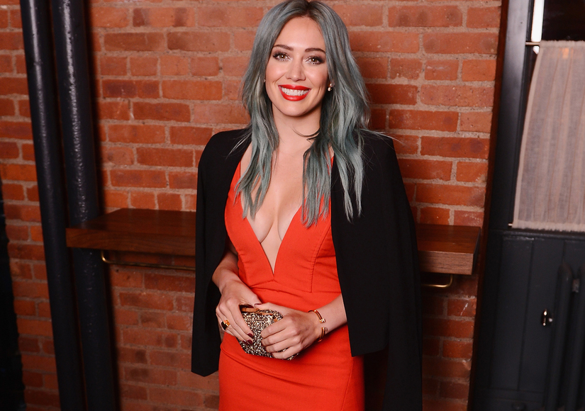 Extra Scoop: Hilary Duff Is Looking for Love… on Tinder?