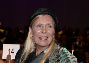 Update: Joni Mitchell Is Not in a Coma