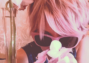 Pretty in Pink! See Kaley Cuoco's New 'Do