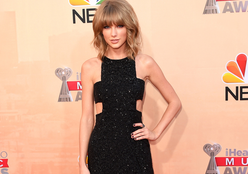 Video! Taylor Swift Grabbed by Fan