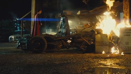 'Batman v Superman: Dawn of Justice' Trailer Premieres: WATCH