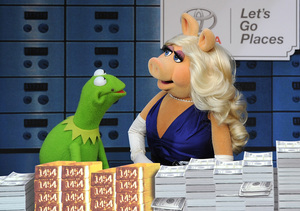 Miss Piggy and Kermit the Frog Split!
