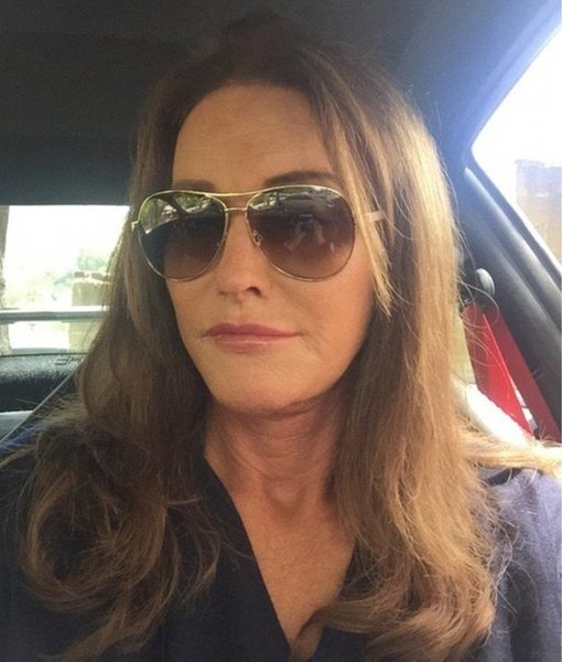 Extra Scoop: Caitlyn Jenner Posts First Instagram Selfie!