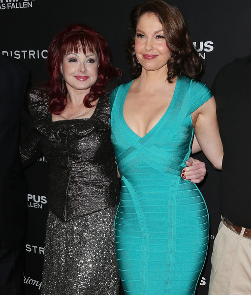 Naomi Judd on Ashley's Cirque-Style Workout: 'It's the Strangest Yoga…