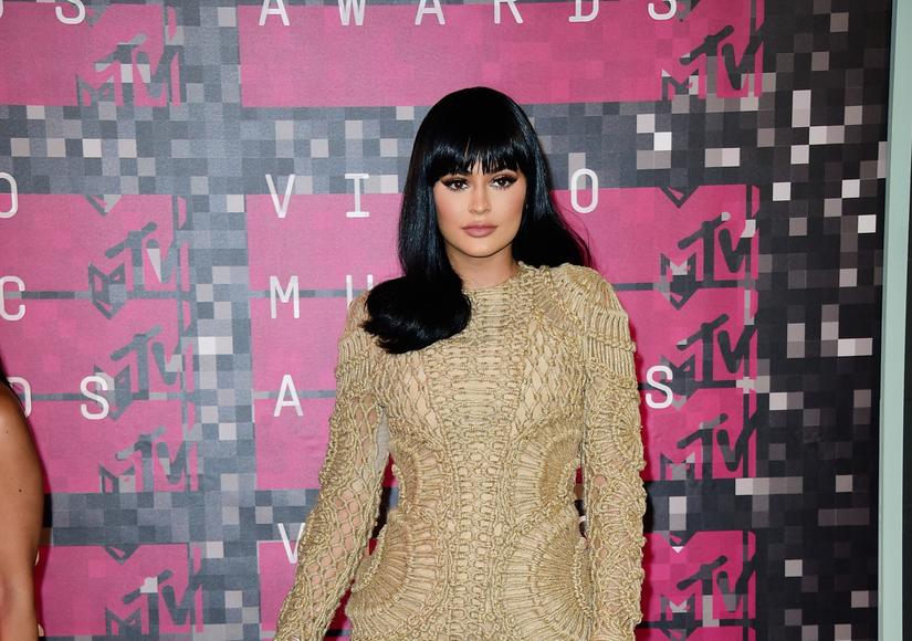 Kylie Jenner Flaunts Major Cleavage in Makeup-Free Selfie