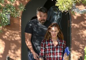 Friendly Exes! Ben Affleck & Jennifer Garner Smile After Visiting Family…