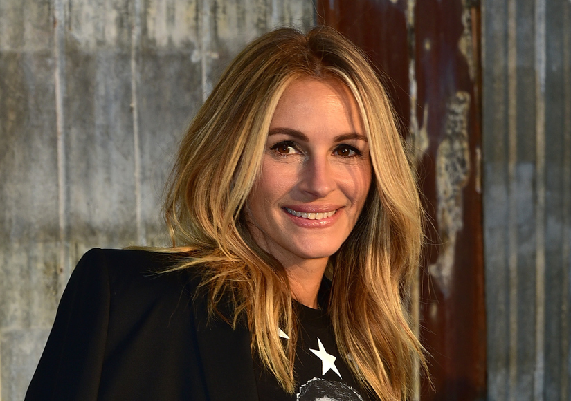 'Extra' Exclusive: Julia Roberts Talks Taylor Swift Backstage at Fashion Week