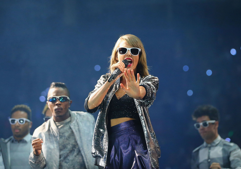 Taylor Swift Grabs Most Nominations at 2015 American Music Awards