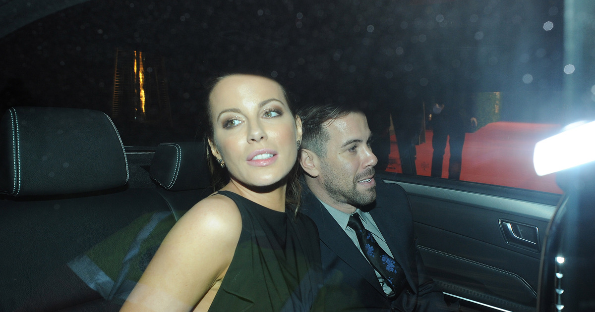 Kate Beckinsale Holds Hands With Mystery Man After Len