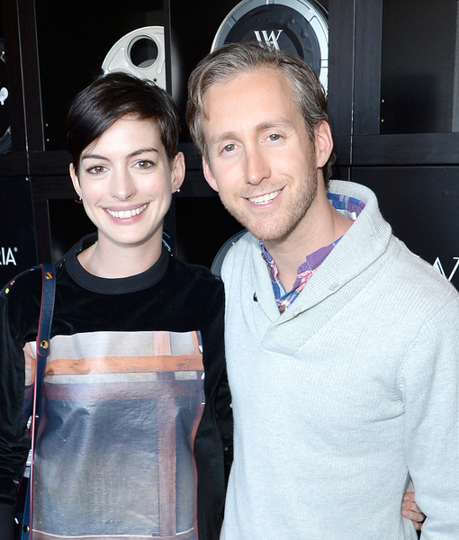 Anne Hathaway Is Expecting with Hubby Adam Shulman, Shows Off Baby Bump