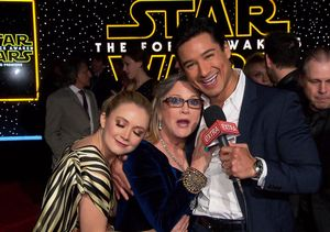 'Star Wars' Premiere: Carrie Fisher Cuddles & Serenades Mario Lopez on the…
