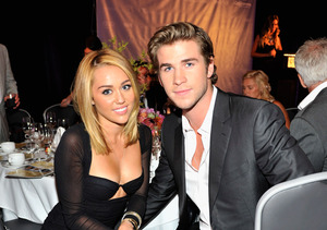 Rumor Bust! Miley Cyrus & Liam Hemsworth Are NOT Married